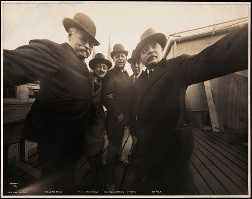Byron-1920s-selfie0