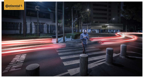 Continental_luces-man_walking